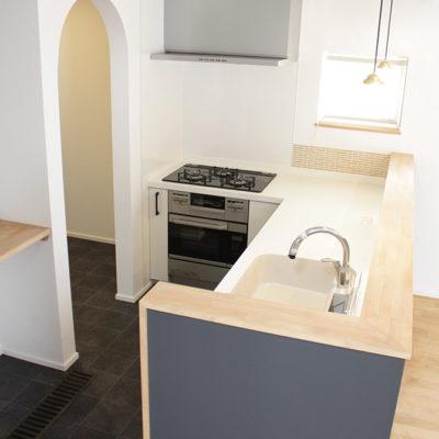 L字型キッチンの家