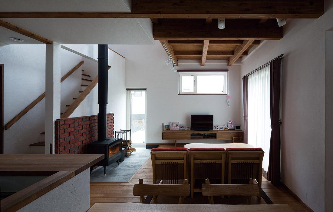 あたたかな陽光や心地よい風が室内に入るように窓が配置されている