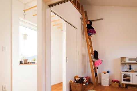 4兄妹が楽しく遊べる広い空間とロフト 子育てが楽しくなる平屋住宅
