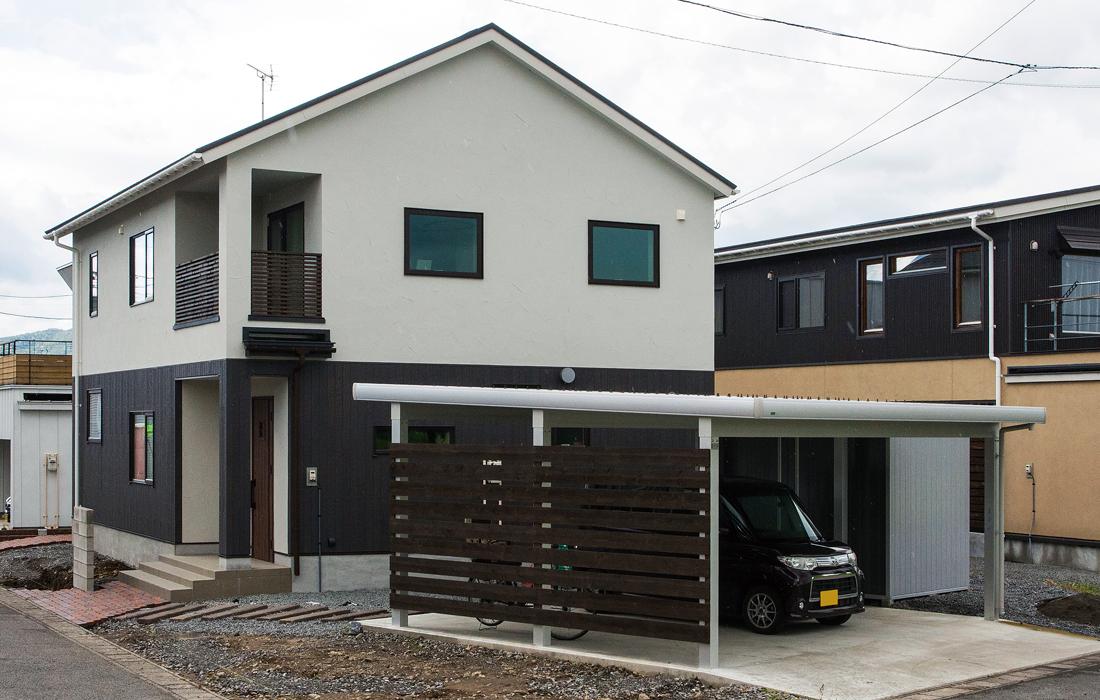 敷地は広いものの、変形地のため家とガレージの配置を工夫し、ゆとりを持たせた