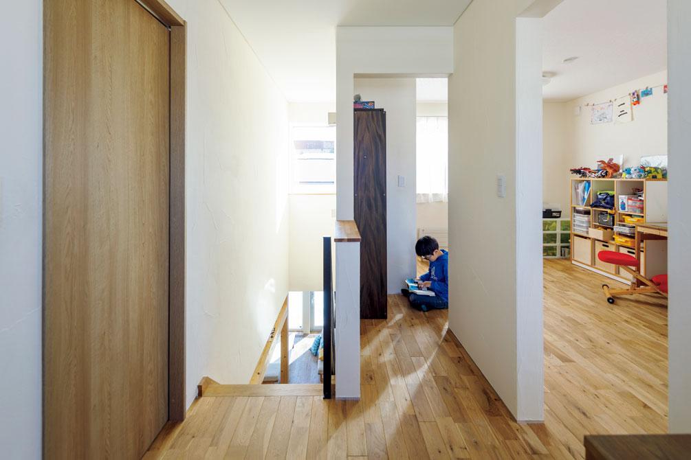 2階フリースペースから見た子ども部屋。将来は2部屋に仕切ることを想定している